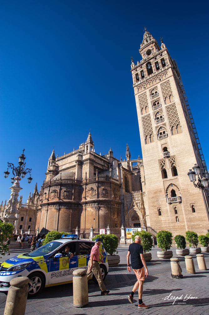 Police-patrol-car-Seville-Cathedral-Spain