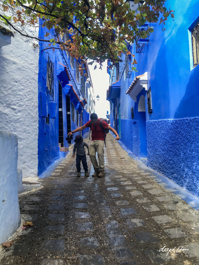 Todayfarer-family-CHefchaouen-Morocco with kids-playing-street-Hulk