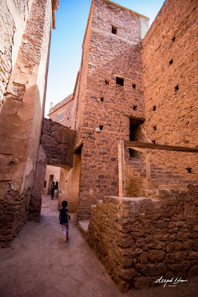 Todayfarer-family-the-Telouet_Kasbah-Morocco-outside-ruin