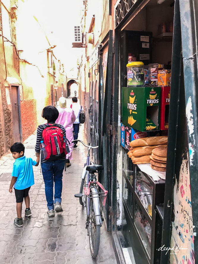 todayfarer-family-moroccan-food-bread-street-shop