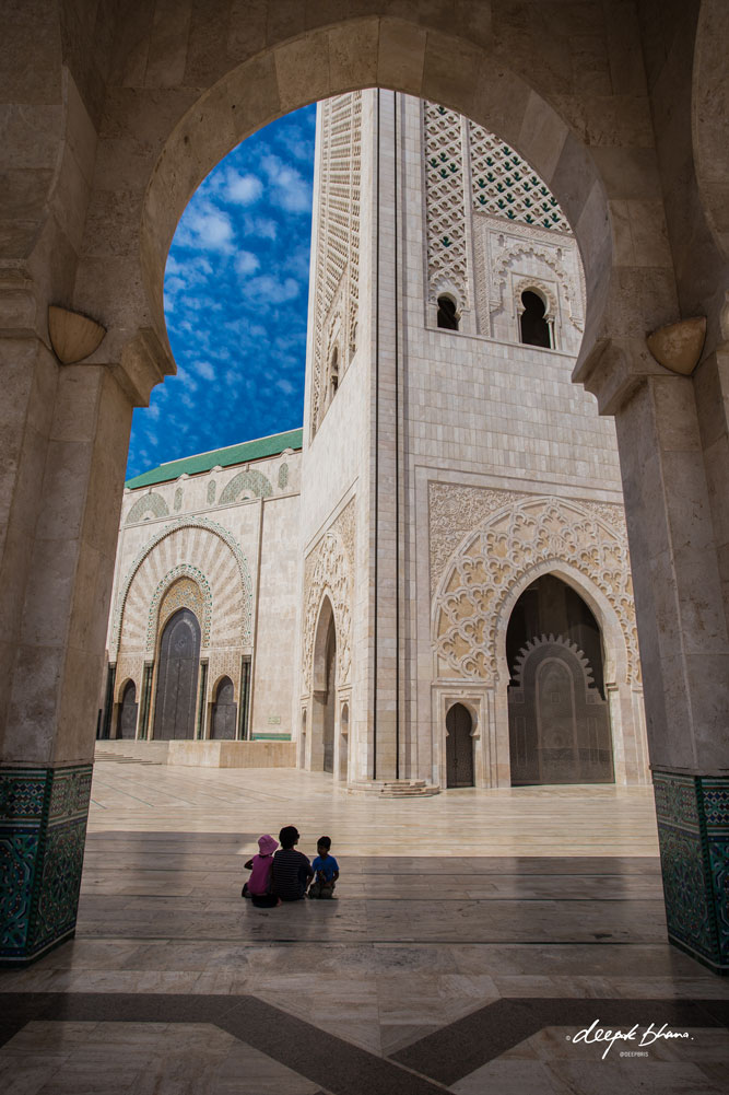 Todayfarer-family-Morocco-Casablanca-Hassan-II-Mosque-sitting-silhouette-arch