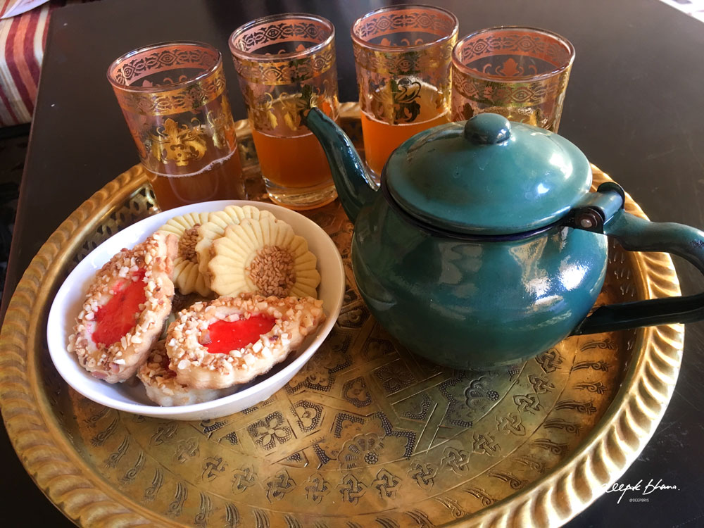 Todayfarer-Morocco-food-mint-tea-glasses-biscuits